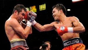APTOPIX De La Hoya Pacquiau Boxing